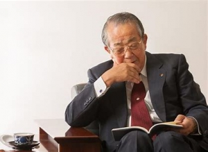 Inamori-san reading