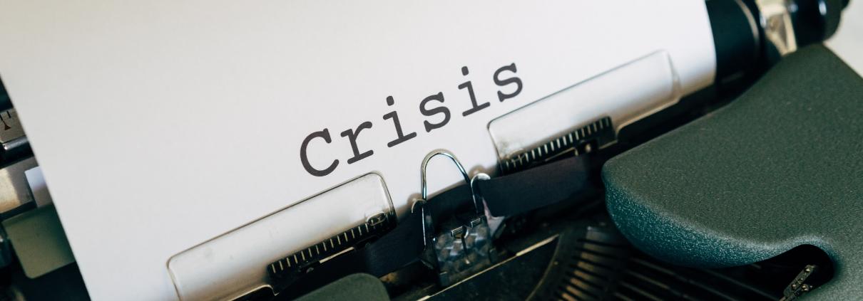 machine-à-écrire-avec-le-mot-crise